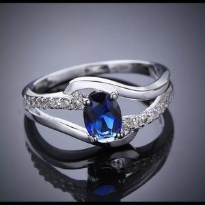 BRAND NEW.925 STERLING SILVER OVAL BLUE SAPPHIRE